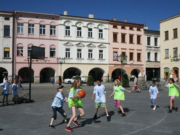 Streetbal na náměstí se letos koná již potřinácté.