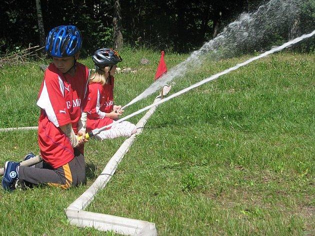 V Třinci-Gutech bojovali dobrovolní hasiči o Pohár starostky Třince. Svou soutěž měli i mladí hasiči.