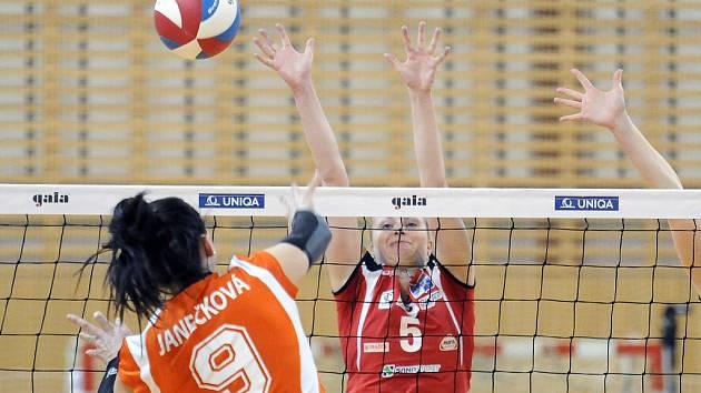 Sokolky skončily po nadstavbové části v tabulce sedmé a ve čtvrtfinále se poperou s týmem Olomouce.
