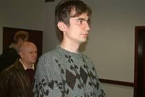 Internetový podvodník Radim Kaleta poslouchá rozsudek frýdecko–místeckého okresního soudu. Muž podvedl  šedesát lidí, v osmi dalších případech byl zproštěn viny.