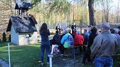 Nová kaplička v Raškovicích je zasvěcena svaté Barboře.