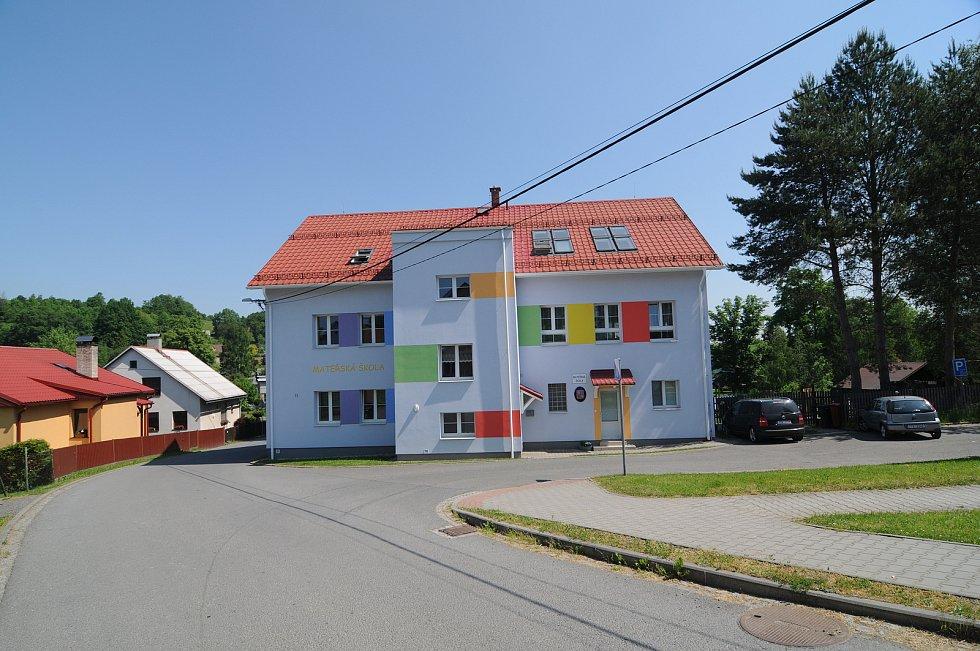 Budova mateřské školy v Janovicích.