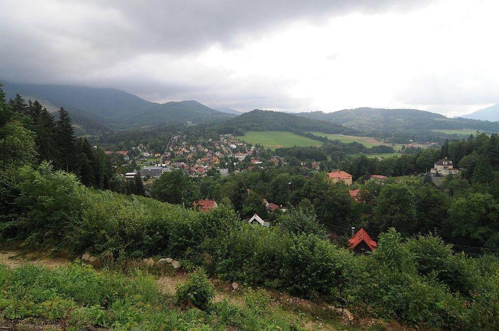 Pohled na obec Ostravici.