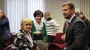 Eva Richtrová (vlevo) a Michal Pobucký po osvobozujícím verdiktu.