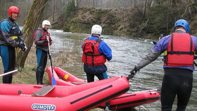 Z Ostravice se v sobotu 5. dubna stala dravá řeka. Tradiční jarní vypouštění přehrady se každoročně stává velkou vodáckou událostí, na kterou přijíždí stovky vodáků nejen z okolí, ale dokonce i z Čech, Slovenska a Polska.