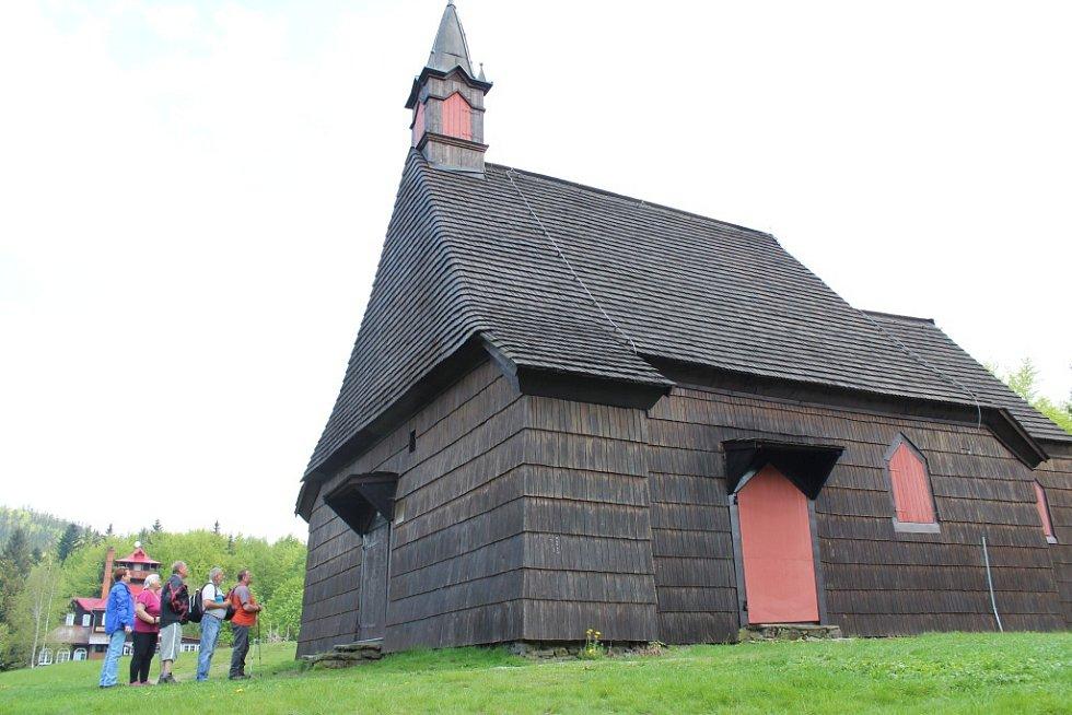 Kostel sv. Antonína Paduánského na Prašivé byl zbudován v roce 1640 Jiřím, hrabětem z Oppersdorfu.