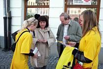 Celorepubliková sbírka, takzvaný Květinový den proti rakovině, probíhal ve středu 13. května i v ulicích Frýdku-Místku.