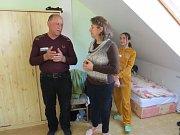 KARMEL. Ve smilovickém středisku Křesťanského společenství by mělo být od pátku ubytováno kolem čtrnácti běženců. V době několika týdnů přibudou další.