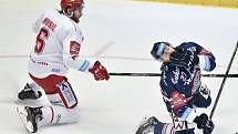 Utkání 21. kola hokejové extraligy: HC Oceláři Třinec - HC Vítkovice Ridera, 21. listopadu 2018 v Třinci. Zleva David Musil a Radoslav Tybor.