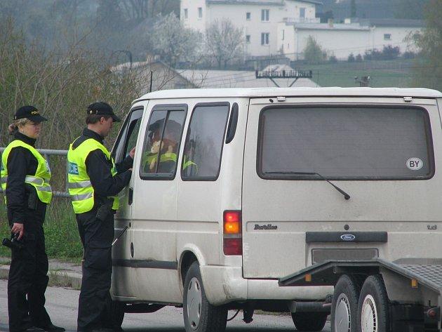 Několik hlídek kontrolovalo v pondělí řidiče, kteří projížděli přes Frýdek–Místek. Už od ranních hodin dopravní policisté zastavovali vozidla poblíž Lesní restaurace na výpadovce na Palkovice, na další mohli šoféři narazit ve směru na Zelinkovice.