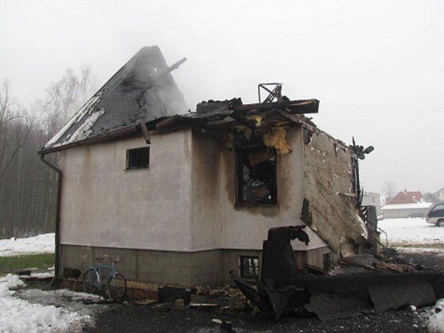 Požár okalového domku ve Vojkovicích.