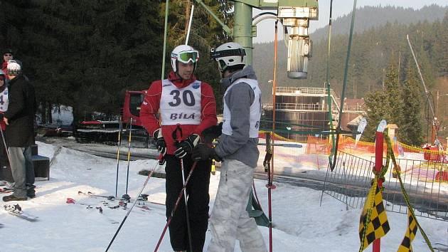 Obec Bílá pořádala v sobotu 26. února na sjezdovce za hotelem Prosper již 11. ročník závodu v obřím slalomu. Akce se jmenovala Bílanská valaška.