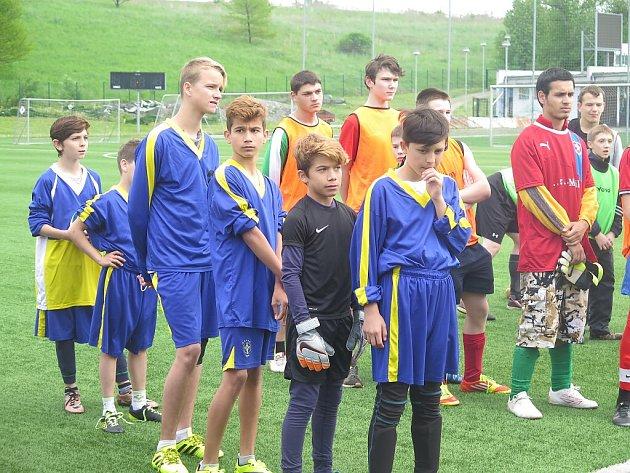 Netradiční fotbalový turnaj opohár spolku Házíme laso se odehrál ve frýdeckých Stovkách.