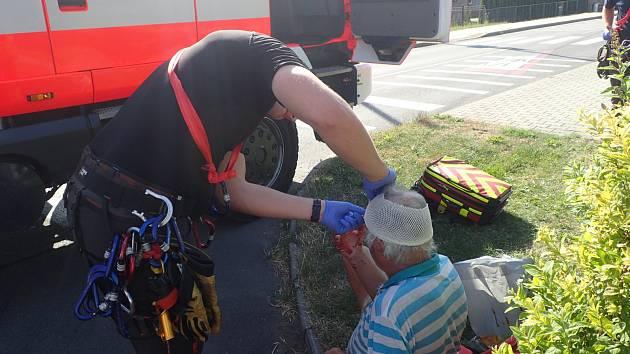 Ošetření cyklisty v Nošovicích.