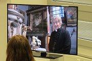 Vernisáž výstavy v třinecké knihovně věnované kostelu v Gutech.