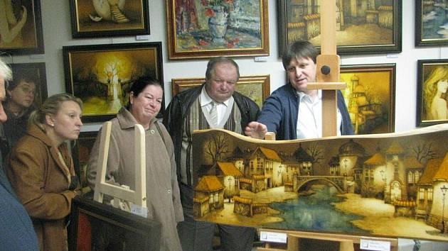 V místecké galerii U Jakuba začala ve čtvrtek 15. října výstava obrazů Vladimíra Kočára a Ondřeje Kočára. Výstavu uvedl majitel galerie Vít Rumian a vernisáže se zúčastnil i výtvarník Ondřej Kočár.