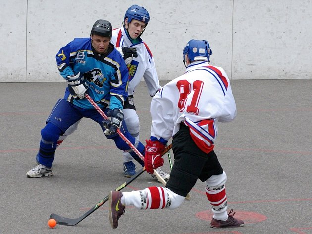Hokejbalisté Sokola Poruba, třetí tým tabulky 1. Moravské národní hokejbalové ligy, nečekaně prohráli už v prvním kole play off, když nestačili na šestý Třinec.