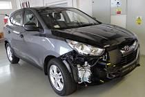 Takovou podobu má upravený osobní vůz Hyundai, na kterém se budou hasiči zdokonalovat ve vyprošťování osob.
