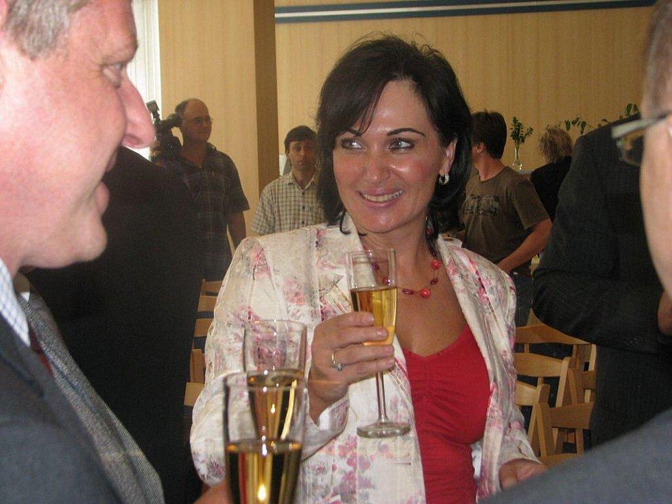 V třineckém hotelu Steel se v úterý podepisovaly stamilionové smlouvy k revitalizaci povodí Olše. Třinecká starostka Věra Palkovská po podpisu smlouvy.