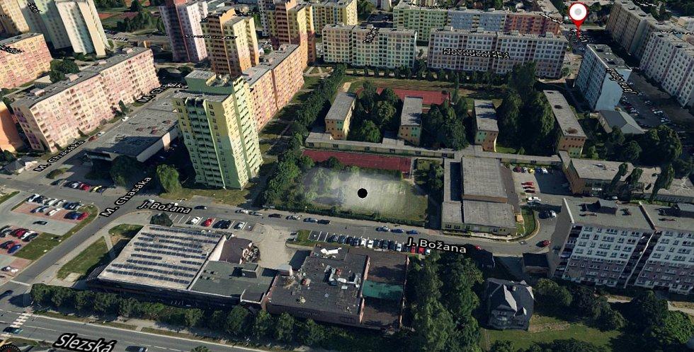Místo, kde má vyrůst nová sportovní hala u 2. ZŠ.