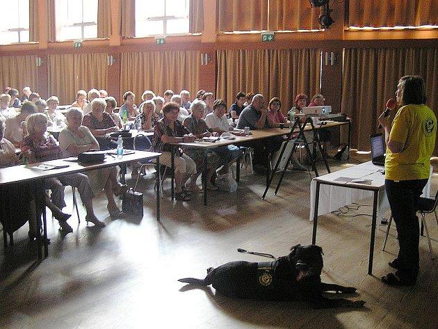 Fenka rotvajlera Arista (na snímku) byla součástí přednášky o canisterapii.