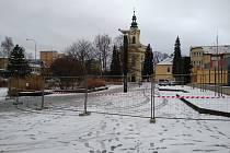 Prostor kolem známé sochy byl ohraničen.