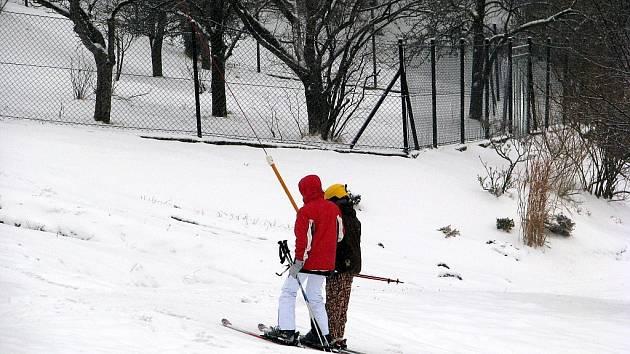 Lyžování na sjezdovce v Malenovicích.