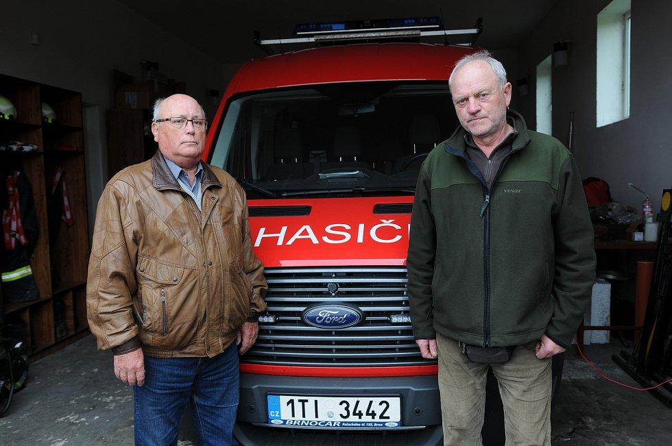 Starosta SDH Kaňovice Vladimír Vrubel (vpravo) a jednatel SDH Kaňovice Ladislav Chudej (vlevo).