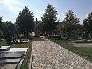 Nové chodníky a osvětlení v areálu hřbitova