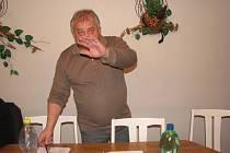 Starosta Hnojníku Miroslav Molin po čtvrtečním jednání zastupitelů. Během zasedání nebylo povoleno fotografování, snímek tak vznikl až po jeho skončení. I proti tomu ostře protestoval.