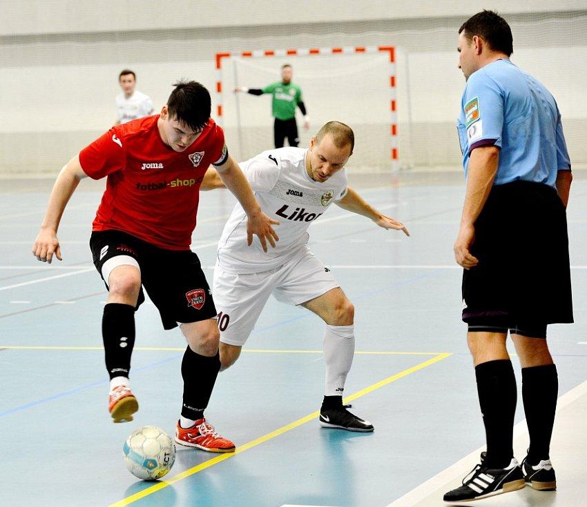 Futsalisté třineckého Likopu sice v posledním kole porazili Helas Brno na domácí palubovce 4:0, jelikož ale dokázali bodovat také největší konkurenti v boji o sestup, loučí se Třinec po roce s nejvyšší futsalovou soutěží.