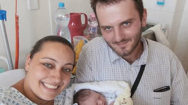 Stela Harabišová s rodiči, Kozlovice, nar. 12. 7., 49 cm, 3,01 kg. Nemocnice ve Frýdku-Místku.