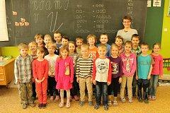 Na snímcích jsou prvňáčci ze základní školy v Ostravici. Třídní učitelkou je Magdaléna Pavlánová.