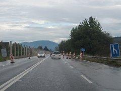 Stavba protihlukové zdi na silnici I/56.