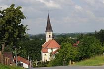 Dominantou obce je kostel sv. Jakuba Staršího.