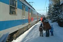 Vlak ve stanici Mosty u Jablunkova. Ilustrační snímek.