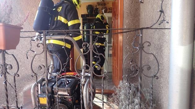 Zásah hasičů v rodinném domku v Třinci.
