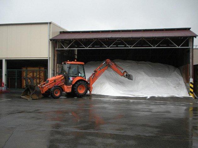 Technické služby jsou již na letošní zimu dobře připraveny.