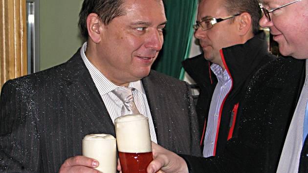 Jiří Paroubek při exkurzi v nošovickém pivovaru