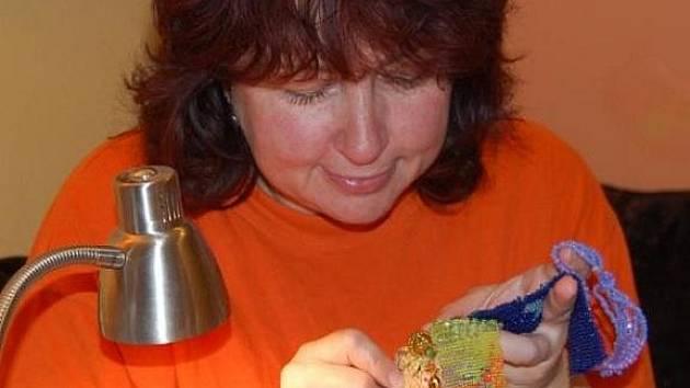 Karin Kadlubcová při práci.
