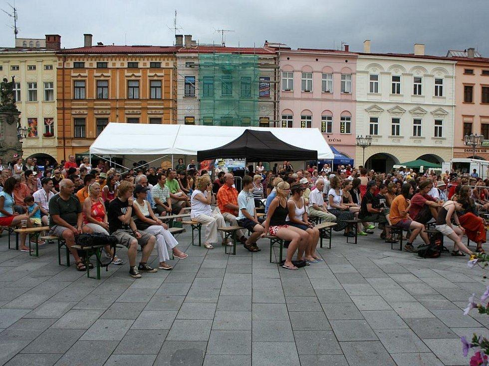 Návštěvníci na festivalu Jazz ve městě.