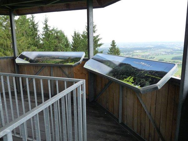 Na plošině rozhledny Panorama vChlebovicích se mohou návštěvníci nově setkat také spanoramatickou mapou. Foto: