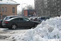 Nečekaná velikonoční sněhová nadílka způsobila největší problémy řidičům.