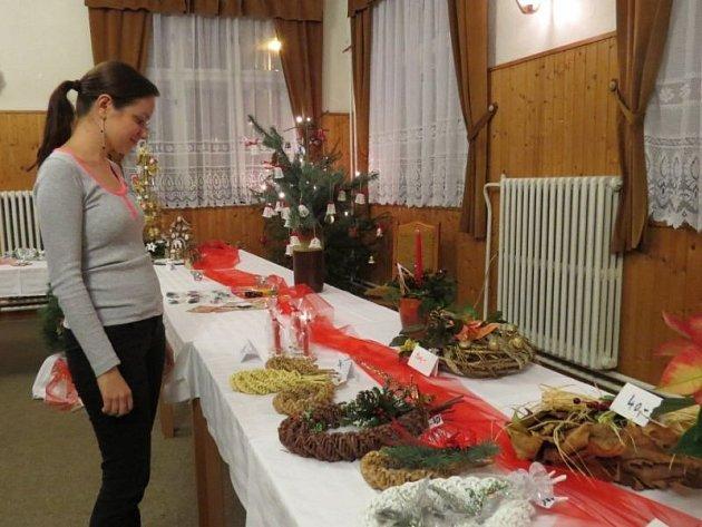"""Oslavy desátého výročí """"Šikovných žen"""" z Janovic proběhly v pátek 29. listopadu v místním hostinci Ondráš. Ženy při této příležitosti připravily vánoční výstavu."""