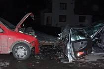 Střet vozidel si vyžádal tři zraněné.