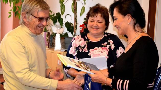 O spoustu nových informací jsou bohatší senioři, kteří si ve čtvrtek 9. ledna převzali závěrečné osvědčení o úspěšném absolvování Seniorgymnázia 2019 v Třinci.