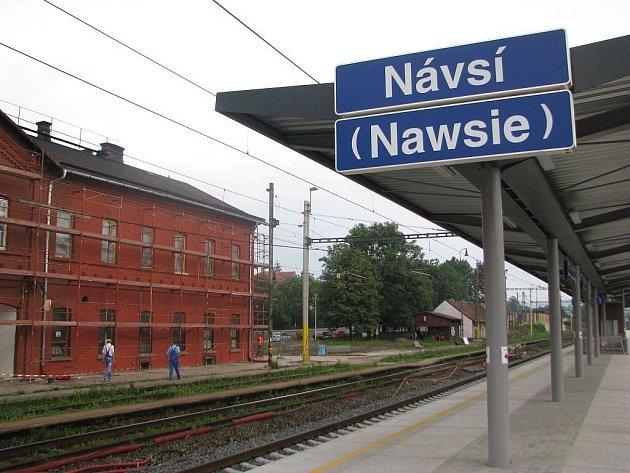 Železniční stanice Návsí. Z jejího názvu zmizel Jablunkov, který tam byl desítky let.