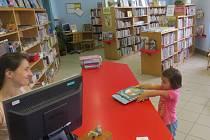 Místecká knihovna na ilustračním snímku.