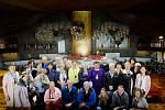 Naše skupina poutníků na mši svaté v nové bazilice v Guadalupe