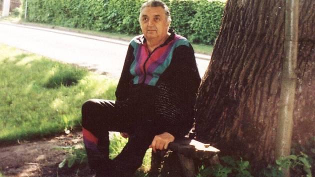 Velmi rád usedá Karel Žák pod památnou lípu u cesty na lavičku, kde sedával i Leoš Janáček.
